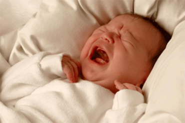 """""""โคลิก"""" เด็กร้องร้อยวัน : การดูแลลูกสำหรับคุณพ่อ คุณแม่ มือใหม่"""